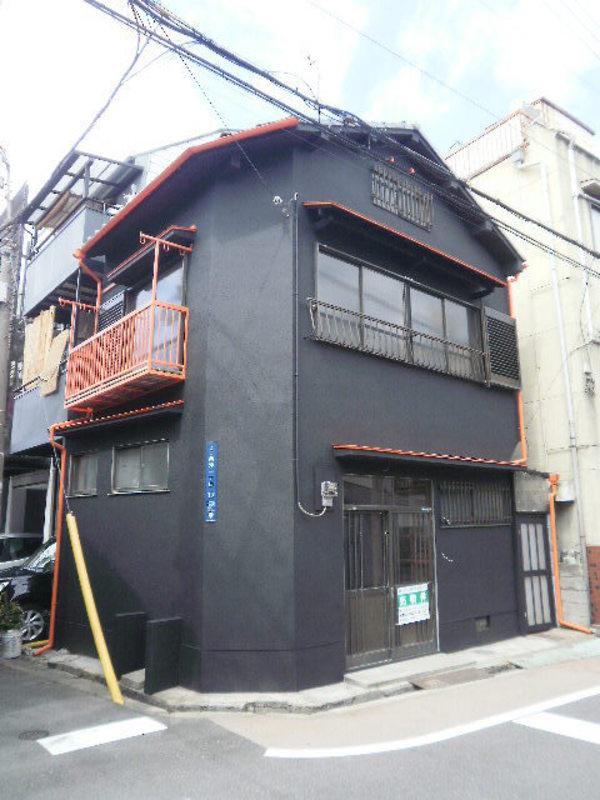 真っ黒&オレンジのお家の完成写真です。